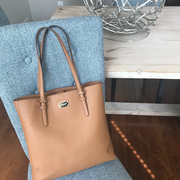Michael Kors Handbags - Michael Kors Nude Bag- Excellent Condition!